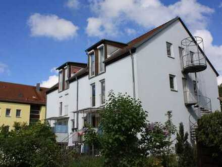 Sonnige 2-Raum-Dachgeschoss-Wohnung mit Balkon