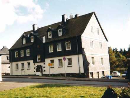 Drei-Zimmer-Wohnung mit KDB und großem Gemeinschaftsgarten und PKW-Stellplatz