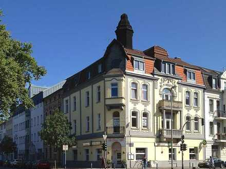 Attraktive Stadtwohnung, Altbau, Zwischen Innenhafen und Wasserviertel