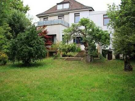 Seltene Gelegenheit: Ehemalige Direktorenwohnung mit großen Garten in der Bremer Neustadt