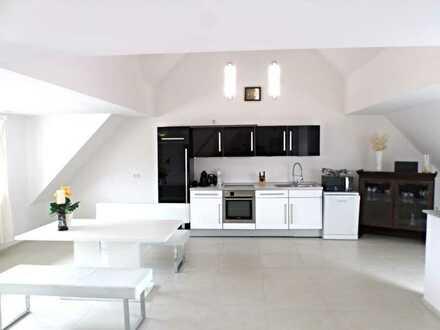 Moderne und hochwertig möblierte Wohnung