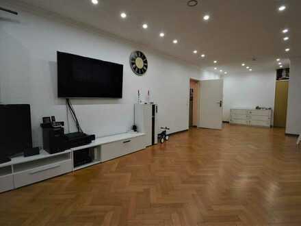 Helle, modernisierte 4 Zimmer Wohnung mit Balkon und EBK