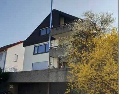 3 bis 4-Zimmer-Dachgeschosswohnung mit Garagenplatz und Gartenanteil