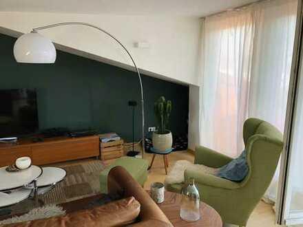 Modernisierte 3-Raum-Maisonette-Wohnung mit Balkon und Einbauküche in Bremen