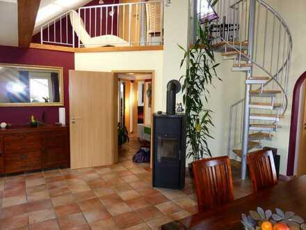 Wunderschöne, gepflegte Maisonette-Wohnung mit 4 Zimmern, Balkon und EBK in Hettenleidelheim