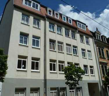 Stabil vermietete Kapitalanlage am Rande der Neustadt - mit Terrasse und EBK