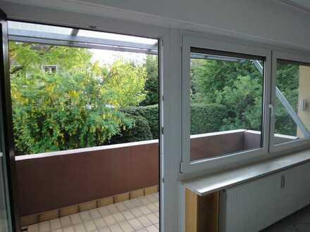 Lichtdurchflutete, gepflegte 2-Zimmer-Wohnung mit Balkon und EBK in Nürnberg
