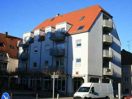 Gepflegte Wohnung mit zwei Zimmern sowie Balkon und Einbauküche in Stein