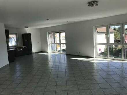 Exklusive 4-Zimmer-Wohnung mit riesigem Balkon in Rheinnähe