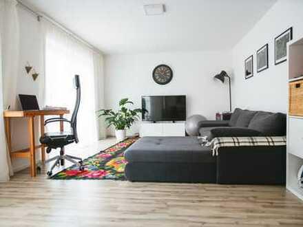 Modern, hell und neuwertig – 2- Zimmer EG-Wohnung