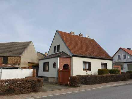 Solides Einfamilienhaus mit Hof und Nebengelass!