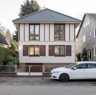 Schönes, geräumiges, freistehendes Haus mit drei Zimmern in Hamburg, Groß Borstel