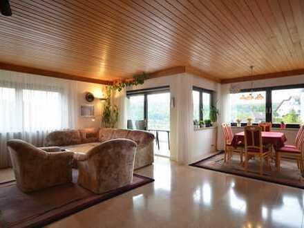 Faszinierender Weitblick! Gut geschnittene 4,5 Zimmer Wohnung in Halbhöhenlage von Leonberg