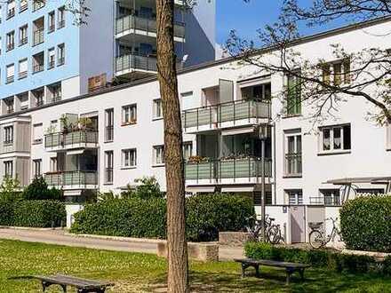 Exklusive 3-Zimmer Wohnung mit 2 Terrassen je mit Garten, EBK, Einbauten und TG- Stellplatz
