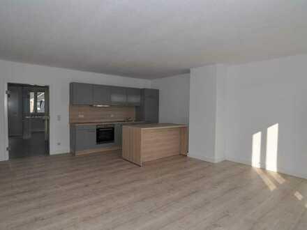 FREI ab 01.09.20 * sonniges 2 Zimmer Apartment * Einbauküche * Stellplatz * Aufzug *