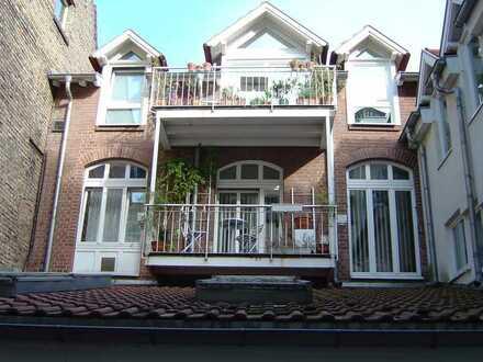 Helle Maisonettewohnung mit Balkon