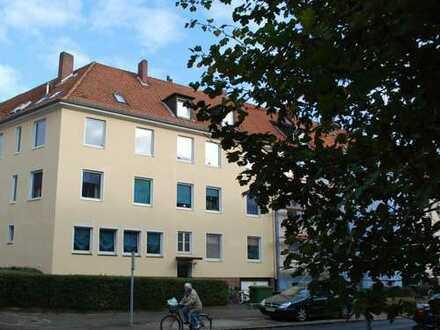 Stöcken nähe VW helle- renovierte 4- Zimmer Wohnung ideal für Wohngemeinschaft