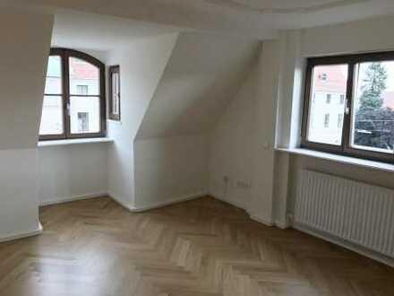"""2 Zi. DG + Dachboden + EBK im sanierten """"Drei Schweizer Haus"""""""
