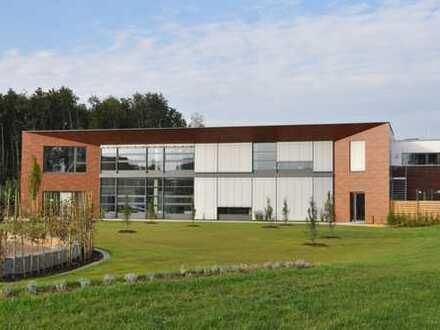 Hochwertige Bürofläche mit Stellplätzen in zentraler Lage von Verl zu vermieten!
