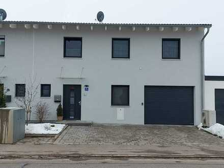 Schöne geräumige Doppelhaushälfte (KfW 55) mit sechs Zimmern in Regensburg (Kreis), Mintraching
