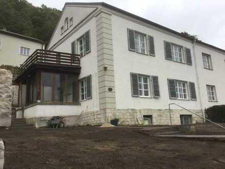 Attraktive Doppelhaushälfte mit Burgblick