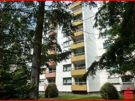 Große 4 Zimmer Wohnung mit Südbalkon im 2. Obergeschoß mit Fernsicht.