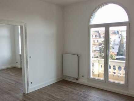 Erstbezug nach Kernsanierung: Stilvolle 3-Zimmer-Altbauwohnung mit Balkon in Siegburg