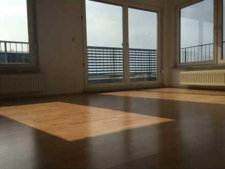 Gepflegte 3-Zimmer-Penthouse-Wohnung mit Balkon in Zeulenroda-Triebes