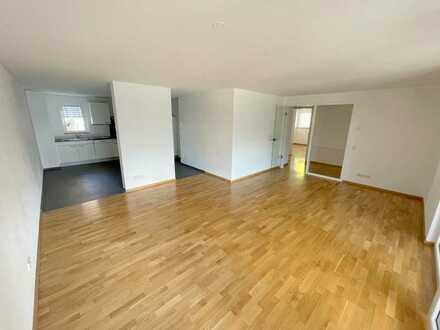 Zentral gelegene 4,5 Zimmer Neubau-Wohnung mit ca. 105 m² und Stellplatz in zentraler Lage