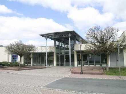 Einzelhandelsfläche im Fachmarktzentrum mit anliegender Terrasse