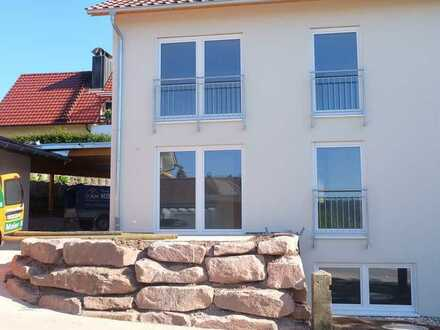 Erstbezug: helle und moderne Haushälfte mit kleinem Garten und Terrasse in Zavelstein