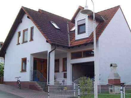 Attraktives Zweifamilienhaus mit neun Zimmern in Erlenbach am Main OT Streit