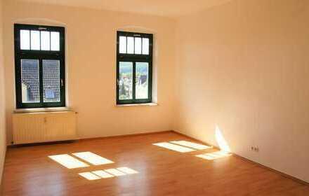 Helle und frisch renovierte 3 Raum Wohnung mit Stellplatz im Innenhof - Bezugsfrei ab sofort