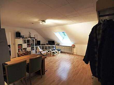 Ruhiges Wohnen in Rodenkirchen-Weiß! 2-Zi-DG-Whg. 53,4 m² ohne Balkon!