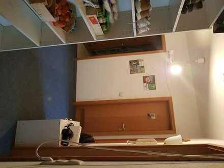 Haunstetten, sehr ruhiges, frisch renoviertes Zimmer in netter 3er WG,