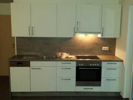 Neuwertige 1-Zimmer-Wohnung mit Einbauküche und Terrasse in Weil im Schönbuch