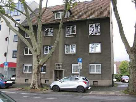 Mehrfamilienwohnhaus ohne Gewerbe mit 6 Wohnungen, gesamt 383 m² Wfl., Kaufgrundstück. 2 Garagen.
