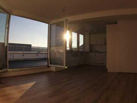 Exklusive, sanierte 3-Zimmer-Penthouse-Wohnung mit Balkon und Einbauküche in Pforzheim