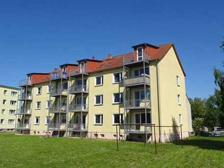 +++ Von Privat Wohnung mit Balkon, Schule, Bus und Einkaufen vor Ort