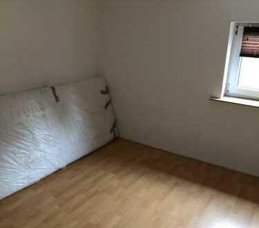 Günstige, geräumige und sanierte 2-Zimmer-Wohnung mit Einbauküche in Wuppertal