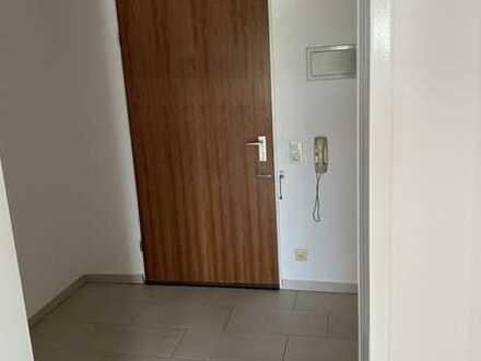 Gepflegte 1-Raum-Wohnung mit Balkon und Einbauküche in Aidlingen