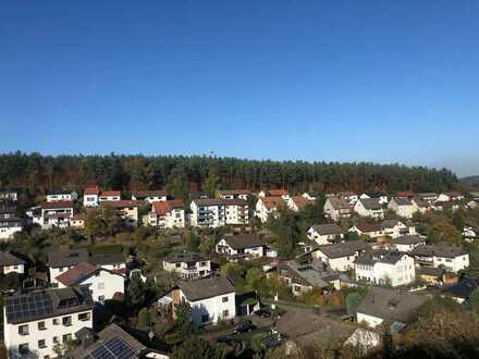 KL-Wiesenthalerhof: Gepflegte 3 Zimmer-Wohnung mit Balkon, tollem Ausblick, EBK und Garage