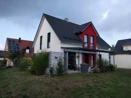 Neuwertiges, modernes Einfamilienhaus