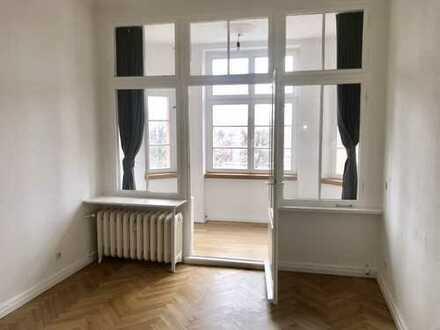 Hochwertig Sanierte 2-Zimmer Altbauwohnung mit Einbauküche in Charlottenburg Westend, Berlin