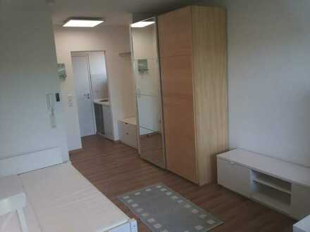 Stilvolle, möblierte 1-Zimmer-Wohnung mit Balkon. Stellplatz und EBK inklusive!