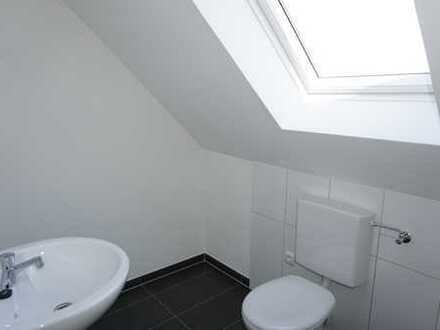 3 Zimmer, Küche, Speisekammer, Bad mit WC, Gäste-WC, Abstellkammer, Flur, Kellerraum, kl. Garage