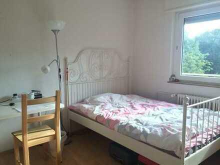saniertes 1-Zimmer in 3er Frauen-WG mit Einbauküche in Stuttgart Fasanenhof Parkplatz