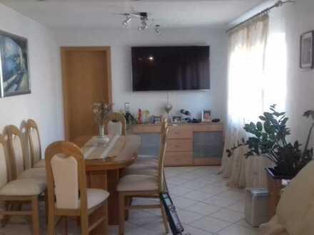 Gepflegte 4-Raum-Wohnung mit Balkon und Einbauküche in Rutesheim