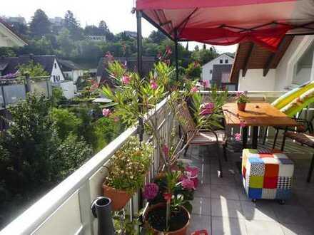Helle, gepflegte und gemütliche 4,5- Zimmer Dachgeschoss-Wohnung in Waldenbuch mit Balkon