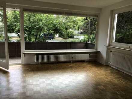 2-Zimmer-Hochparterre-Wohnung mit EBK und Balkon in Kirchrode - komplett renoviert